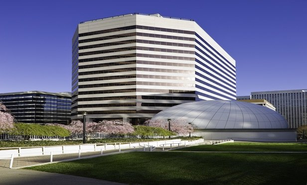 Government Contractors Take 53,000 SF in Rosslyn Office