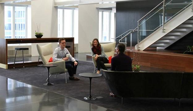 chi-jll-aon-center-lobby-sitting (2)