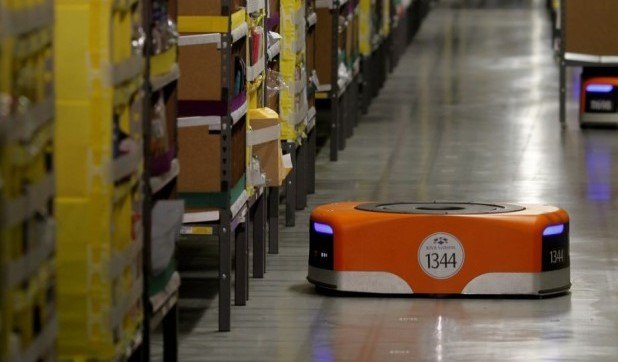 chi-Amazon-Warehouse-Robots (2)