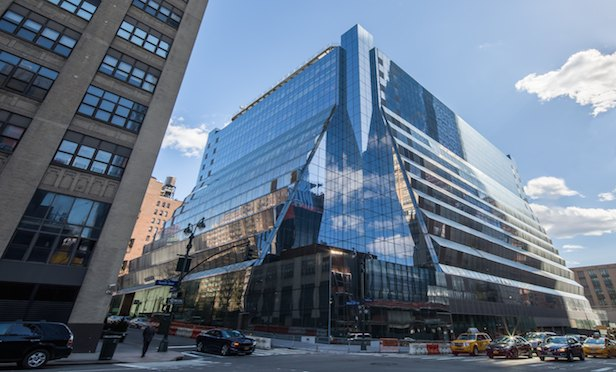 Large Lease Deals Prop Up Manhattan's Office Market