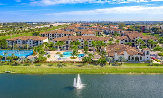 Doral View and the adjoining Town Fontainebleau Lakes total 720 units.