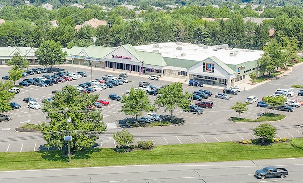 Larchmont Commons totals more than 128,000 square feet and is anchored by Aldi.
