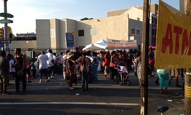 """2013 Odunde Festival in Grays Ferry section of Philadelphia, PA. By <a href=""""//commons.wikimedia.org/w/index.php?title=User:4t4grfgz&action=edit&redlink=1"""" class=""""new"""" title=""""User:4t4grfgz (page does not exist)"""">4t4grfgz</a> - my cameraPreviously published: my camera, <a href=""""https://creativecommons.org/licenses/by-sa/3.0"""" title=""""Creative Commons Attribution-Share Alike 3.0"""">CC BY-SA 3.0</a>, <a href=""""https://commons.wikimedia.org/w/index.php?curid=26571835"""">Link</a>"""